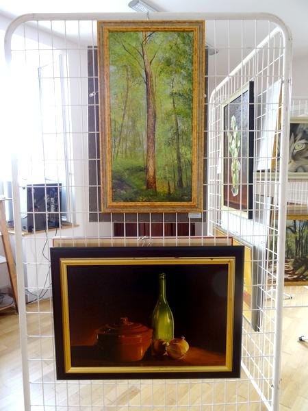 Quelques peintures d'Emma Koens exposées à la Mairie de Rochefort lors du vide-greniers