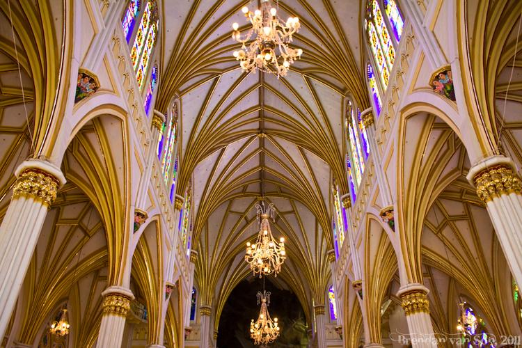 Le Sanctuaire de Las Lajas. (1ère d'une série des 50 belles églises dans le monde.)