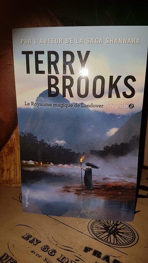 """L'intégrale 2 du """"Royaume magique de Landover"""" de Terry Brooks se renouvelle, histoire après histoire, avec la venue d'un nouveau personnage."""