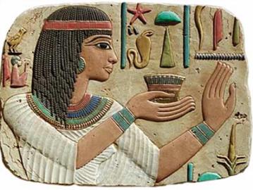 Cette coiffure de l'Egypte antique ne diffère en rien des coiffures du même genre qu'on retrouve aujourd'hui encore en Afrique Noire.