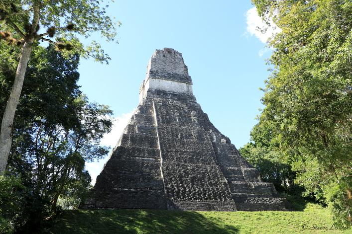 Arrière du temple du Grand Jaguar, Tikal