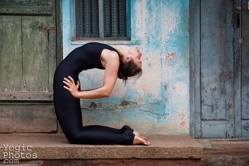 0-Info Yeux Clignements Fermés Position en yoga