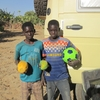 Mali Troc ballon contre papayes