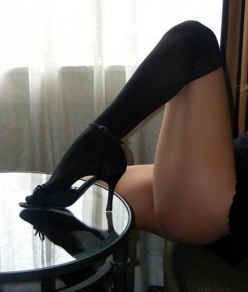La lingerie habille aussi les jambes avec élégance et sensualité