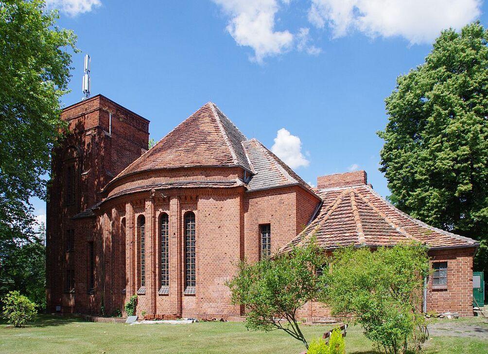 Auferstehungskirche Friedhof Rathenow.jpg