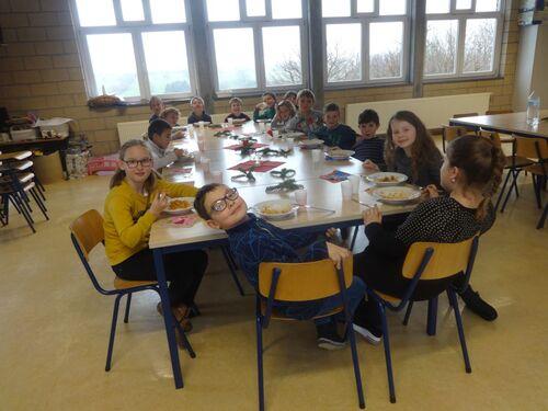 Repas de Noël à l'école pour tous.