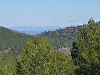 A delà du col de la Barraque, zoom sur les sommets enneigés au dessus du Verdon