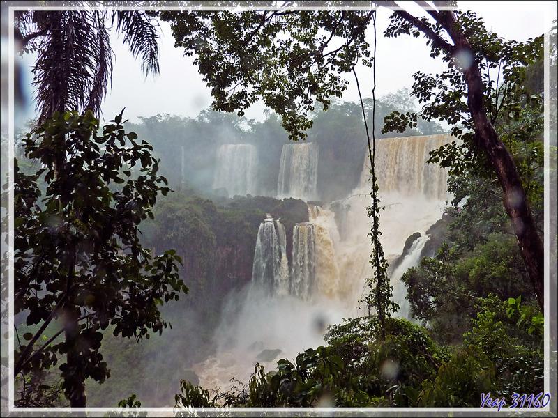 Un orage très violent s'abat sur nos têtes, ce qui gâche un peu la visite ... - Chutes d'Iguazu - Puerto Iguazu - Argentine
