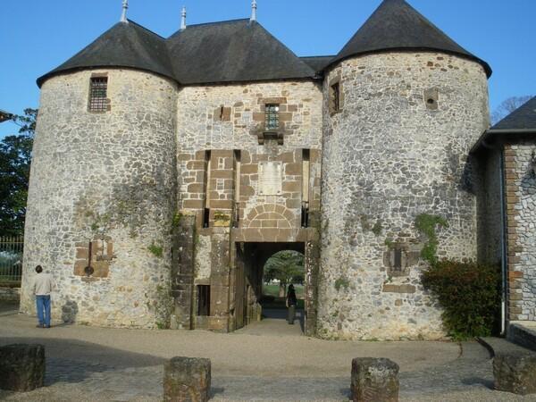 Fresnay-sur Sarthe -le château
