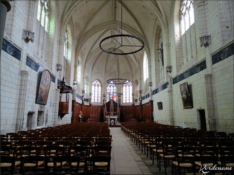 Photo de l'autel de la collégiale Notre Dame
