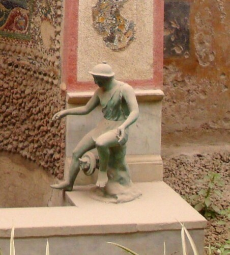 Pompei, Maison de la Petite Fontaine, statuette de la petite fontaine 1