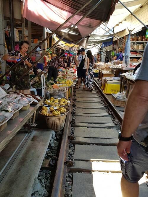 Bangkok : le Market-train....( Voyage de noces des jeunes mariés ) N°2