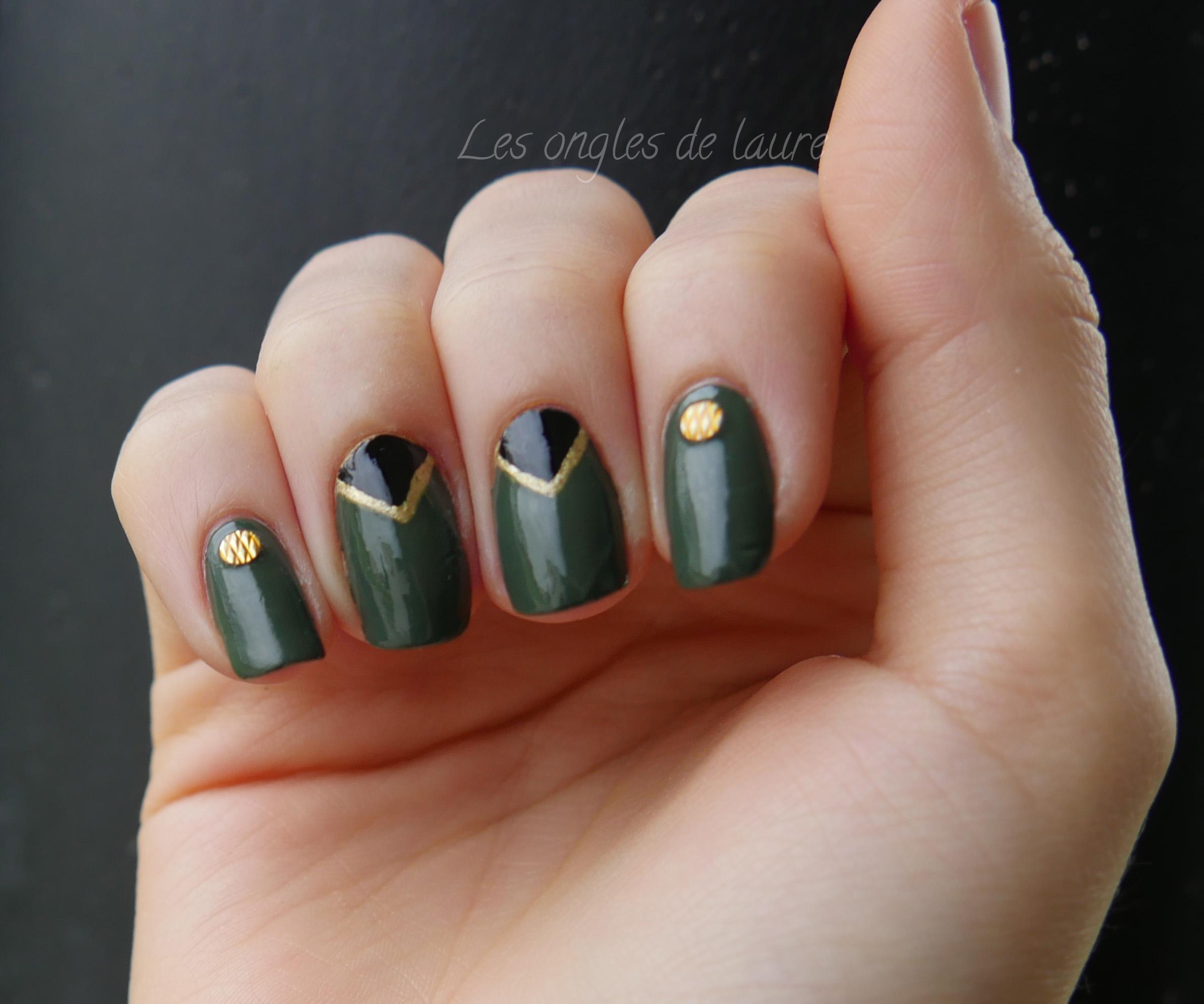 Manucure kaki, or, noir avec les studs texturés Née Jolie