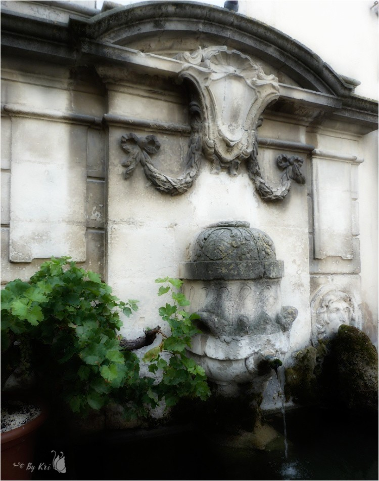 Lourmarin (Fr-84) ~ Ses Fontaines ...