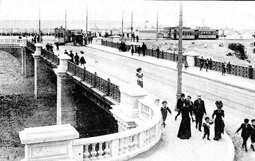 Le pont du casino, pour franchir un fossé à sec