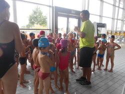 Première séance de piscine pour les enfants de GS...