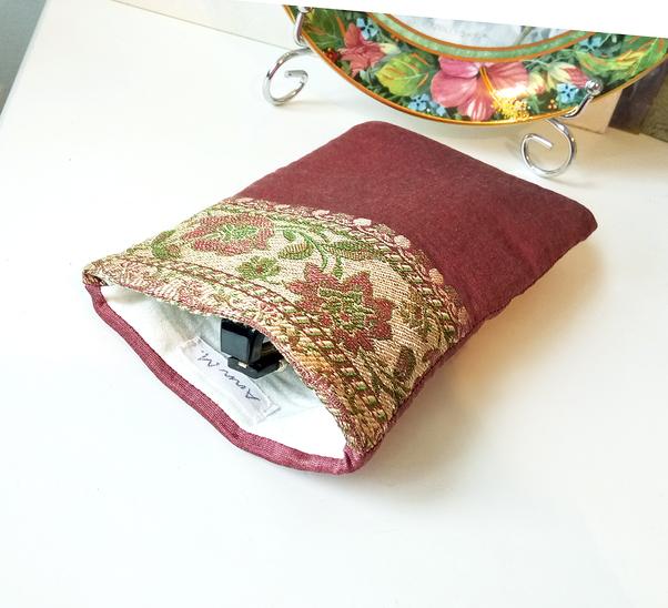 Etui à lunettes ou téléphone mobile, molletonné 8,5 x 17 cm tissu de soie rose ancien brocart floral intérieur coton anglais