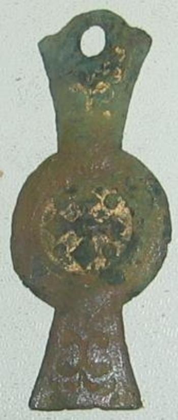 objet en cuivre décoré  face