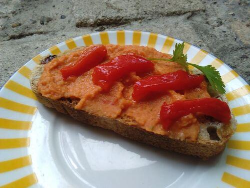 Houmous rouge pour des tartines gourmandes et colorées