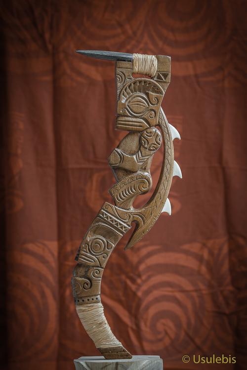 Herminette Tiki style polynésienne en bois de noyer