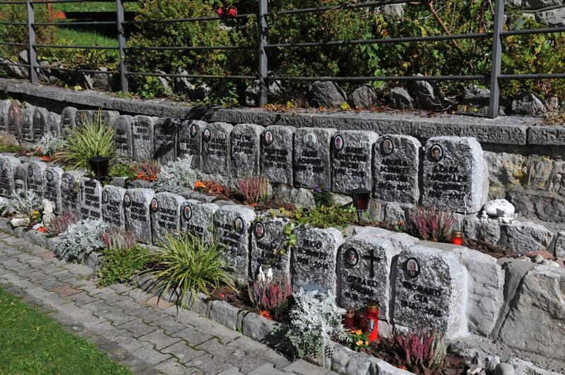 Le cimetière de Jaun (2)