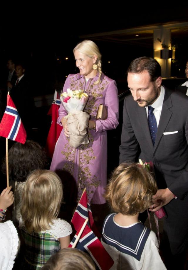 Mette Marit et Haakon en Indonésie