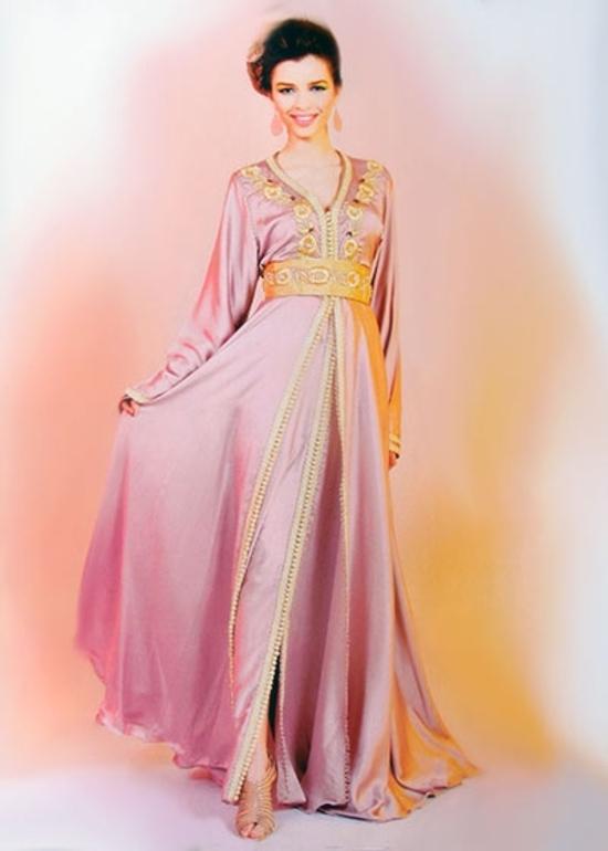 Takchita marocaine pas cher haute couture en caftan rose pastel avec brodorie doré TAK-S834