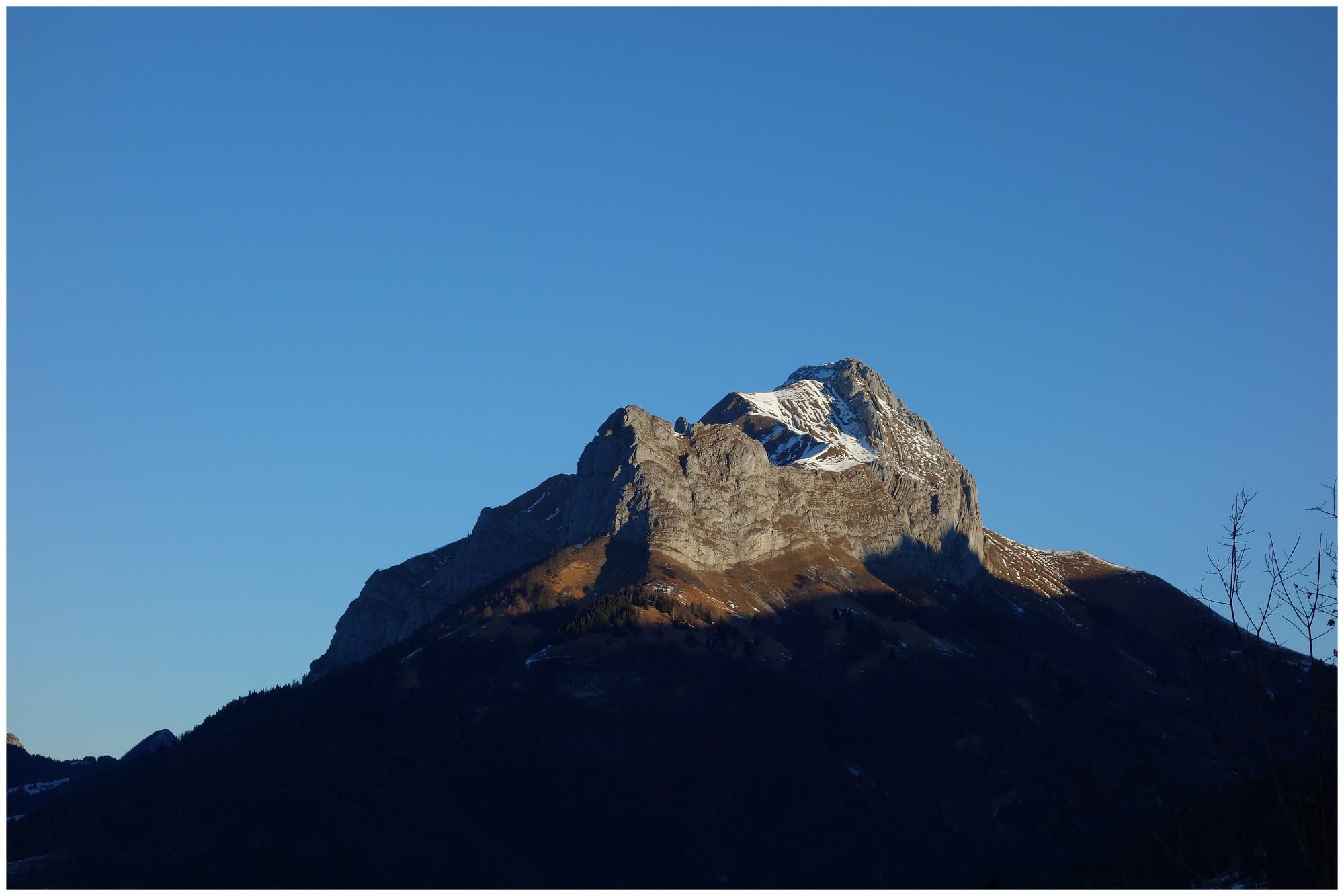Le Mont Trélod (2181 m) au lever du soleil