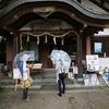 devant un temple shintô