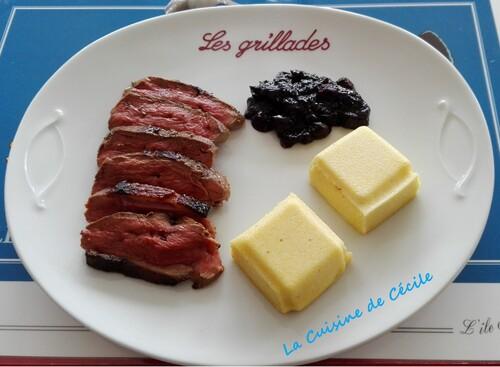 Magret de canard aux myrtilles, polenta au parmesan