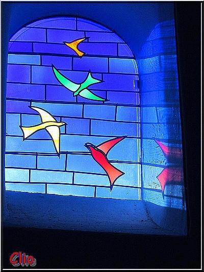 4 - Les vitraux de Jean-Michel Folon dans l'église de Waha - Les oiseaux .