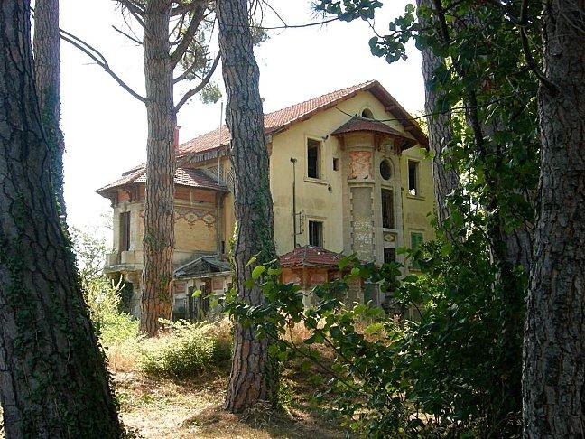 Vieille maison en cours de démolition (1)
