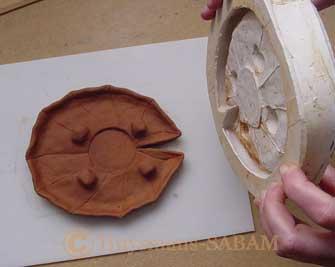 Démouler la feuille de nénuphar en terre du moule en silicone - Arts et sculpture: sculpteur contemporain