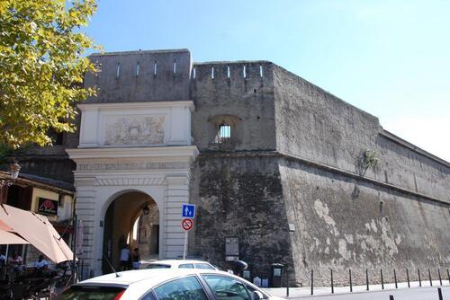 La porte Louis XVI et la citadelle