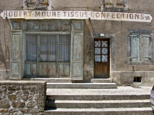 St Alban boutique fermée mur peint 8