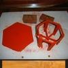 table hexagonale rouge