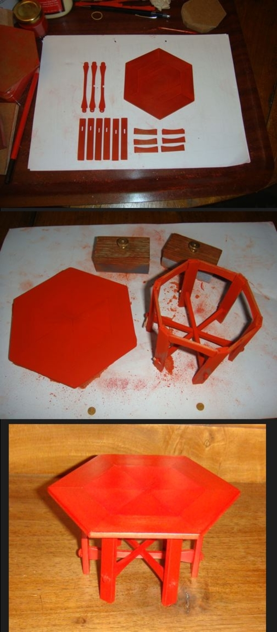 table hexagonale rouge