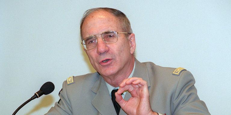 Maurice Schmitt, officier lors de la guerre d'Algérie, a été mis en cause le 14 juin 2001 par une ancienne militante du FLN, Malika Koriche, torturée pendant l'été 1957 à Alger.