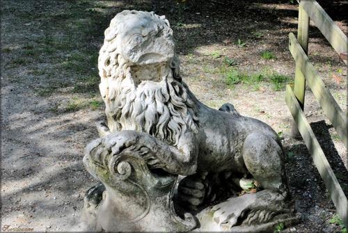 Photo d'une statue de lion à Mérignac en Gironde