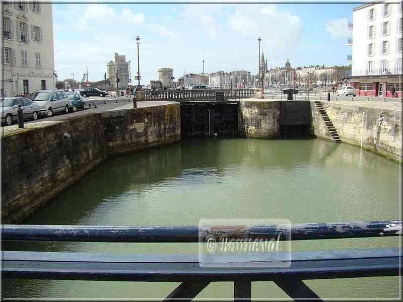 La Rochelle Le canal Maubec et le Vieux Port