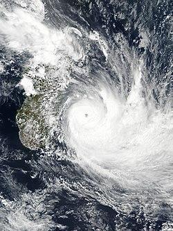 """Résultat de recherche d'images pour """"le cyclone dumazile"""""""