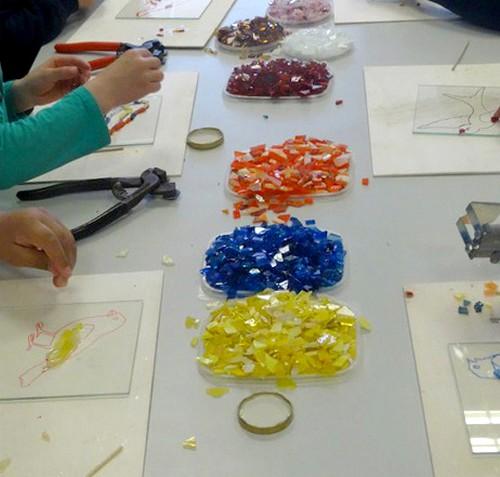 """Les """"ateliers mosaïques"""" proposés par le Musée du Pays Châtillonnais-Trésor de Vix ont ravi de  jeunes futurs artistes !"""