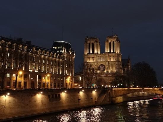 « De mon temps... » Cathédrale Notre-Dame de Paris de nuit
