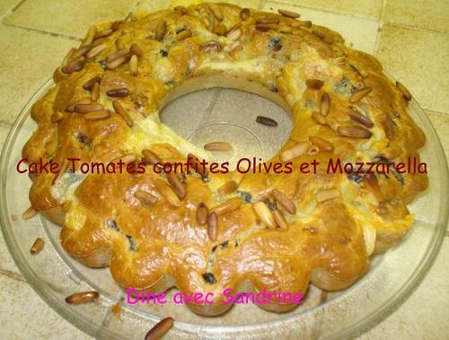 Un Cake Tomates confites Olives Mozzarella