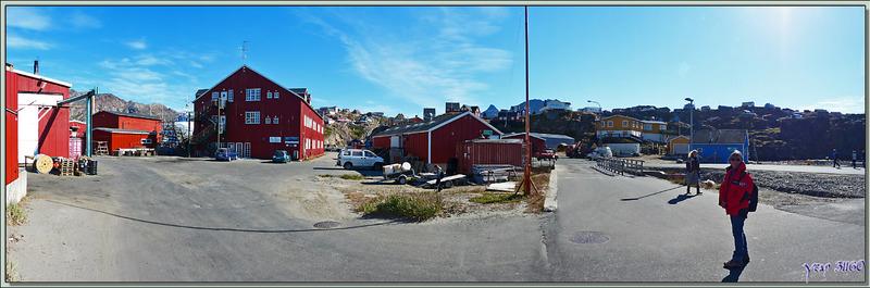 Départ pour la visite de Sisimiut en prenant la rue principale - Groenland