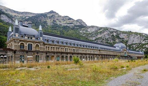 Une gare fantôme de 240 mètres