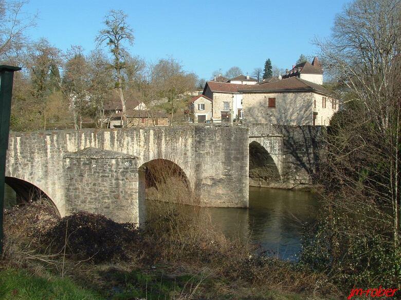 Solignac: le pont rompu du XIII ème sur la Briance