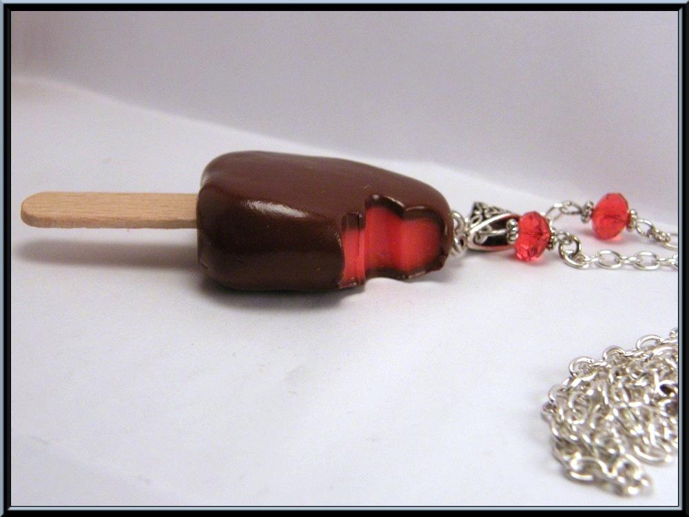 collier baton de glace en p te polym re fimo et perle. Black Bedroom Furniture Sets. Home Design Ideas