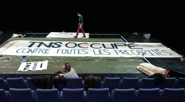 Les intermittents du spectacle occupent leTheatre National de Strasbourg (TNS) le 27 avril2016.<br/>Crédit<br/>Frederick Florin/AFP