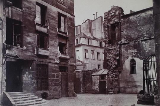 Paris, source près de l'église Saint Juline le Pauvre